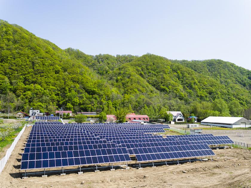 広い土地で太陽光発電